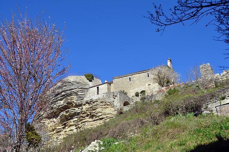 Saignon Village Du Luberon Domine La Plaine D Apt Du