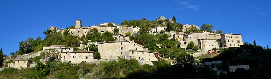 panorama du village de Brantes  sur le versant Nord du Mont-Ventoux
